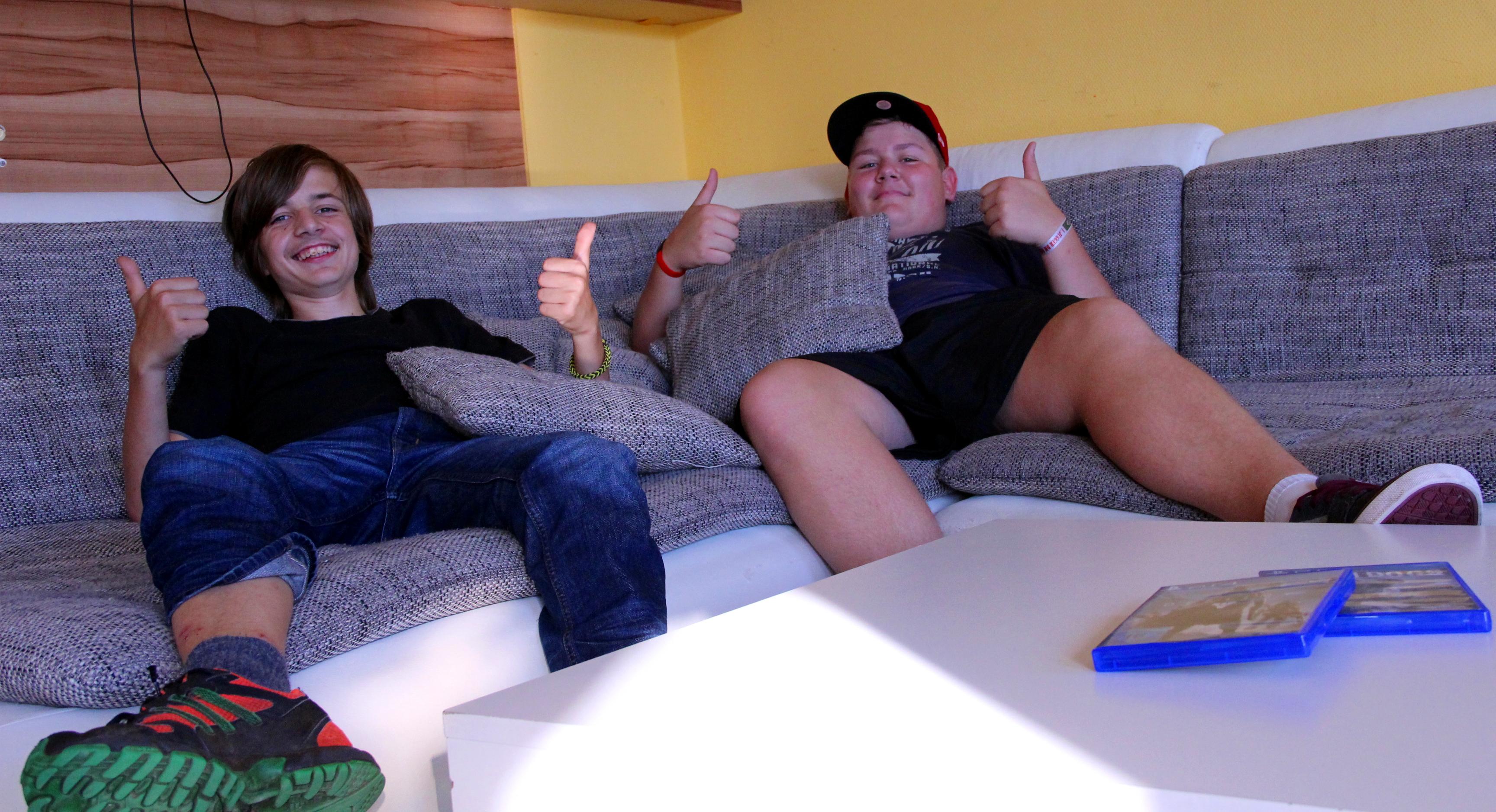 Neues Sofa für den Jugendclub Treffurt